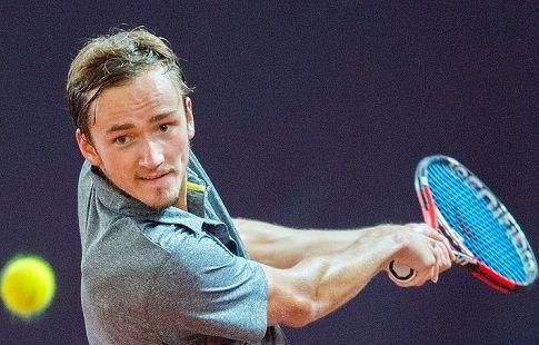 Медведев уступил в полуфинале престижного турнира в Лондоне