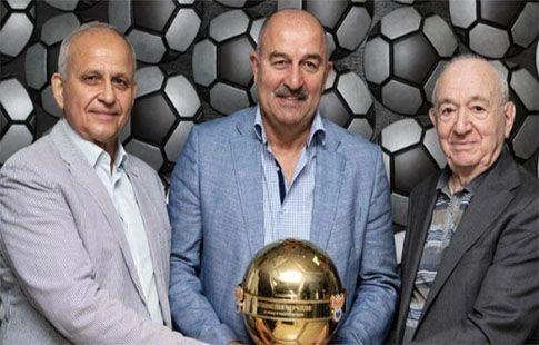 Черчесову была вручена награда от РФС за вклад в развитие футбола