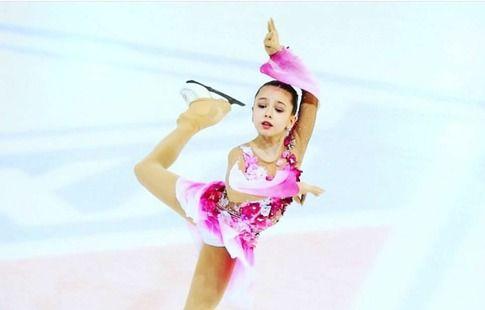 """Валиева упала на этапе юниорской серии """"Гран-при"""". Видео"""