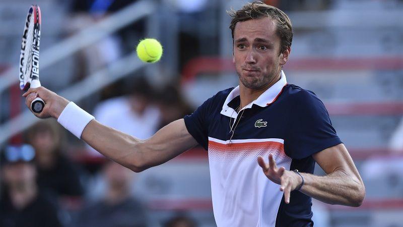 Медведев вышел в полуфинал турнира в Санкт-Петербурге, обыграв Рублёва