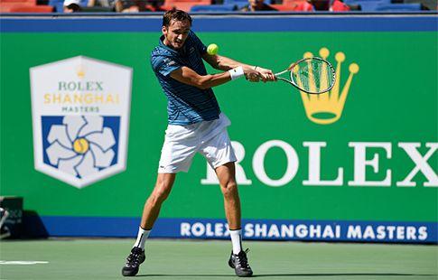 Медведев прошёл в 1/4 финала турнира в Шанхае