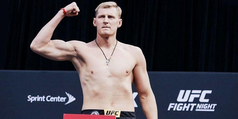 Дзюба поздравил Волкова после победы на турнире UFC