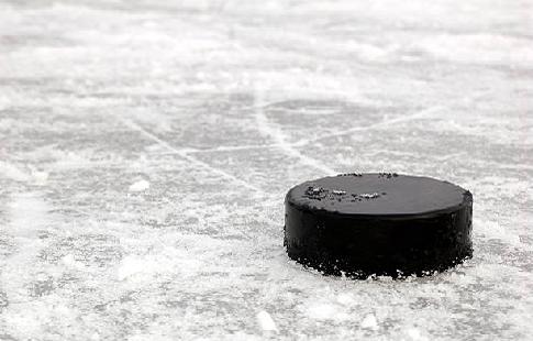 Матч юниорских сборных России и Белоруссии по хоккею сопровождался массовой дракой (ВИДЕО)