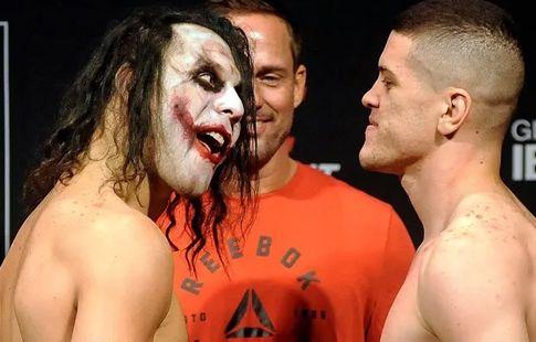 Боец UFC появился на дуэли взглядов в образе Джокера. ВИДЕО