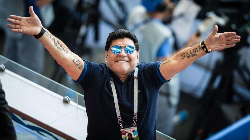 """Марадона, объявивший об уходе из """"Химнасии"""", решил остаться главным тренером клуба"""