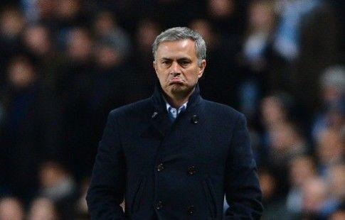 """Полузащитник """"Манчестер Юнайтед"""" травмировал Моуринью. ВИДЕО"""