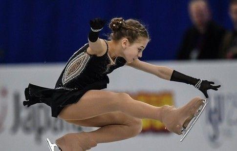 Трусова перед короткой программой финала Гран-при исполнила тройной аксель. ВИДЕО