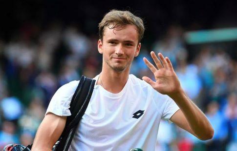 Медведев разобрался с Фоньини на ATP Cup