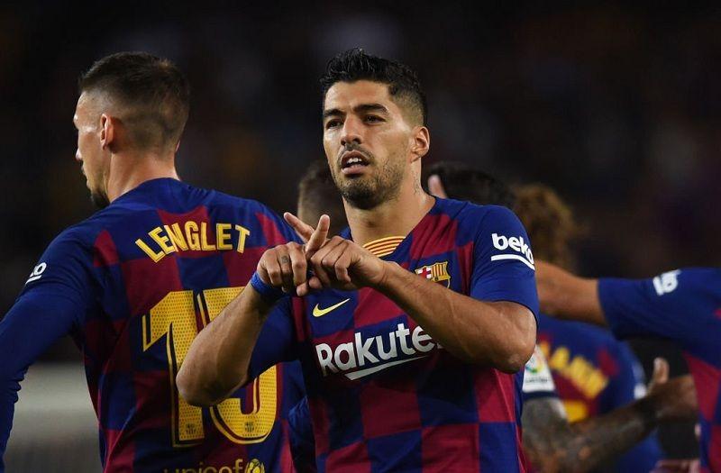 """Фанаты """"Валенсии"""" и """"Барселоны"""" устраили драку перед стадионом"""