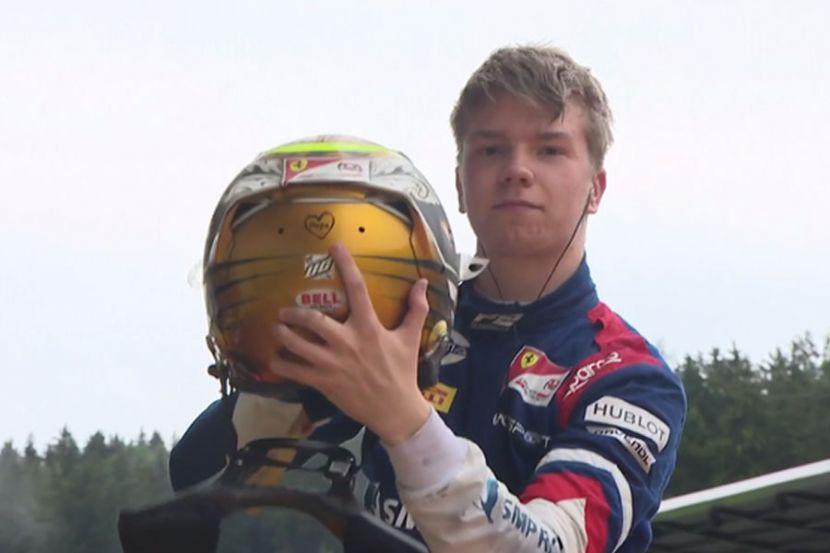 Российский гонщик Шварцман выиграл свою первую гонку в Формуле-2