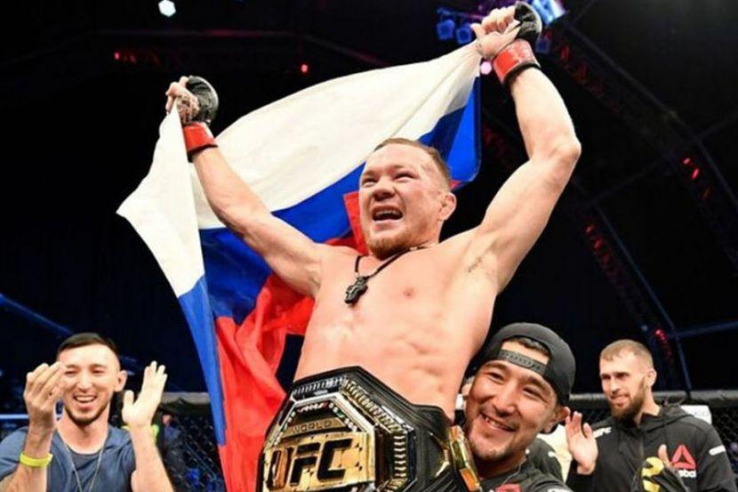 Ян показал жителям Омска чемпионский пояс UFC. ВИДЕО