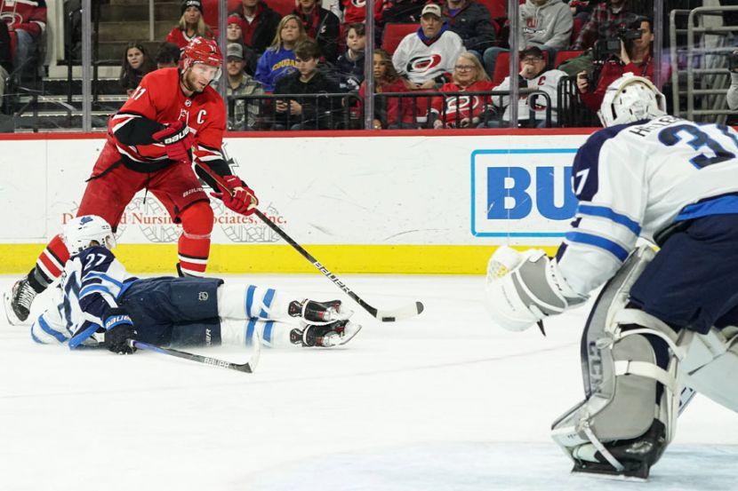 НХЛ планирует провести сезон-2020/21 в четырёх разных городах