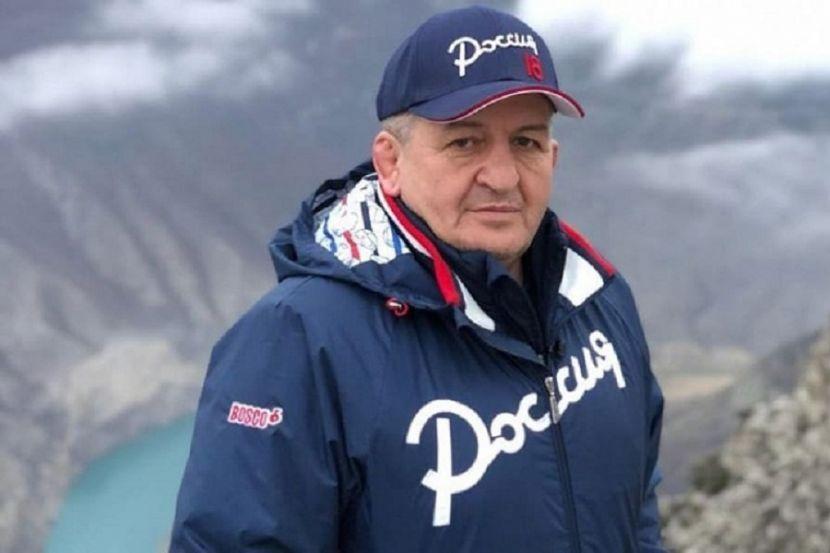 Родственник Нурмагомедовых считает, что Абдулманапа не надо было везти на лечение в Москву