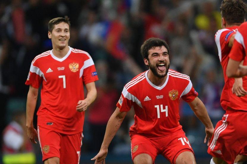 Фернандес забил третий гол сборной России в матче с Венгрией. Видео