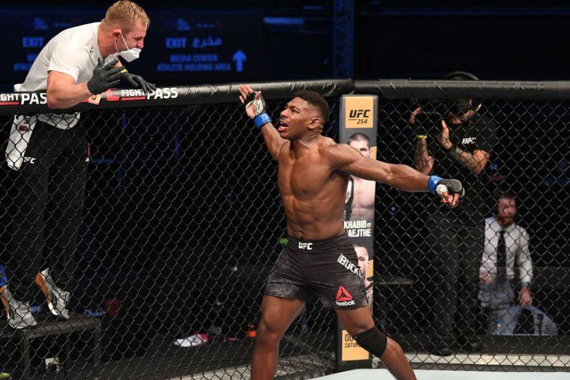 """Президент UFC — о сумасшедшем нокауте Бакли: """"Никогда такого не видел"""". ВИДЕО"""