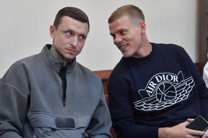 Павел Мамаев (слева)